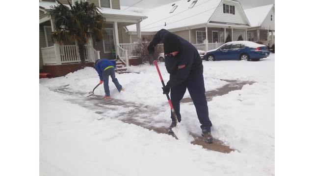Residents wake up to snow, icy roads