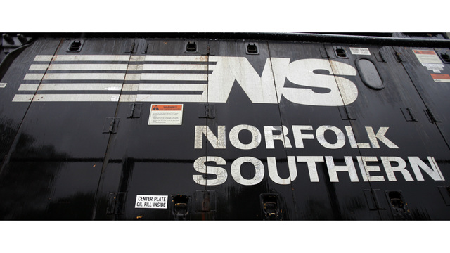 Norfolk Southern details plan to cut 3K employees, 500 locomotives by 2021