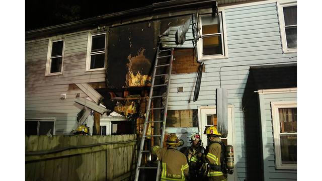 Family of 3 displaced after Virginia Beach townhouse fire