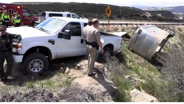 Trailer carrying at least 18 illegal immigrants crashes near Mexican border