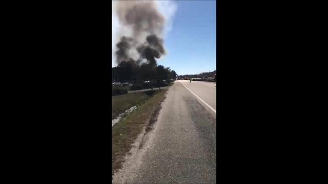 Viewer_video_of_auto_parts_shop_fire_in__7_20181129183854