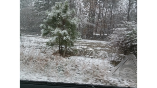 Snow falls in Rushmere, Virginia, on Wednesday, Dec. 5, 2018. (Courtesy ‎Mary) 1_1544038257360.jpg.jpg