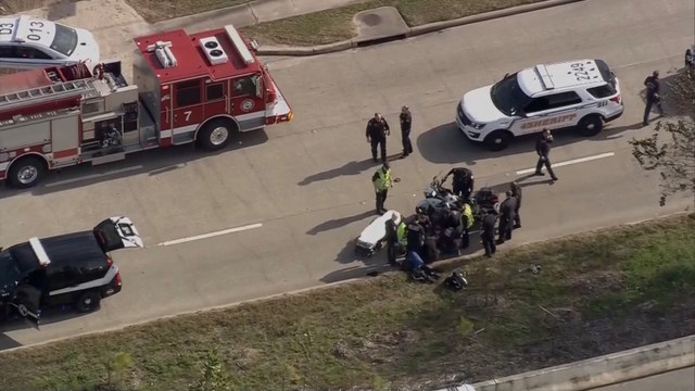 3 police officers shot in Houston while serving warrant