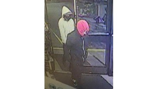 Hampton police searching for 2 suspects of 7-Eleven robbery